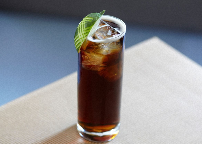 Коктейль с виски и колой