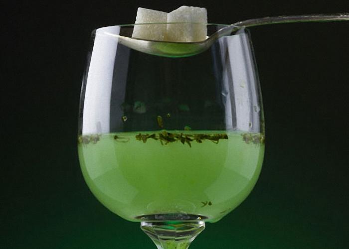 Домашний абсент пить со льдом или с сахаром