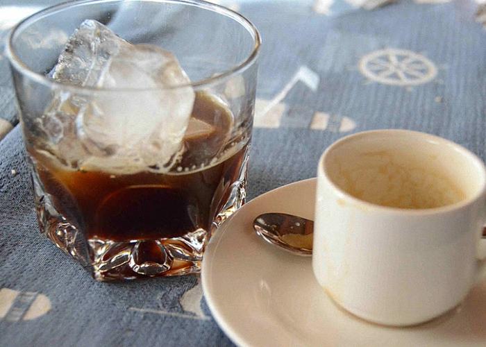 Ликер с кофе и льдом