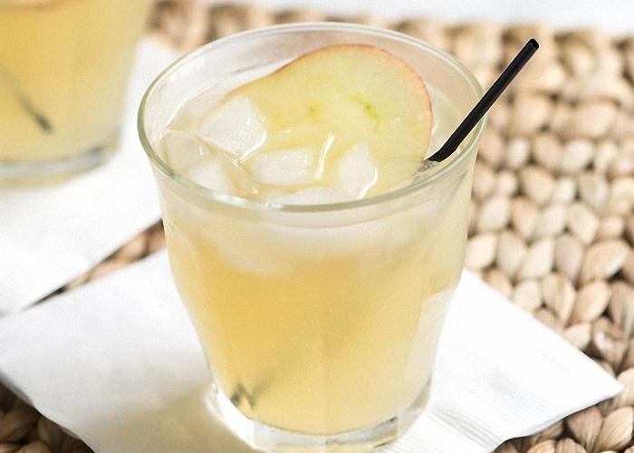 Пить яблочную брагу охлажденной