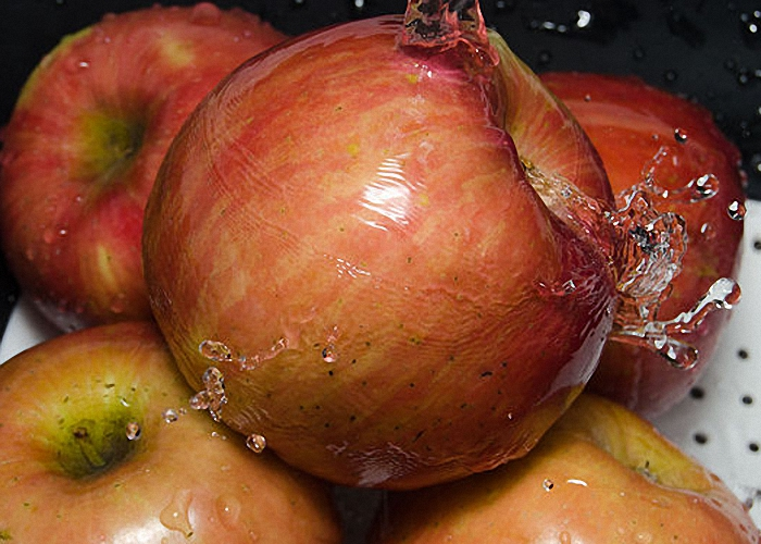 Спелые яблоки нужно помыть
