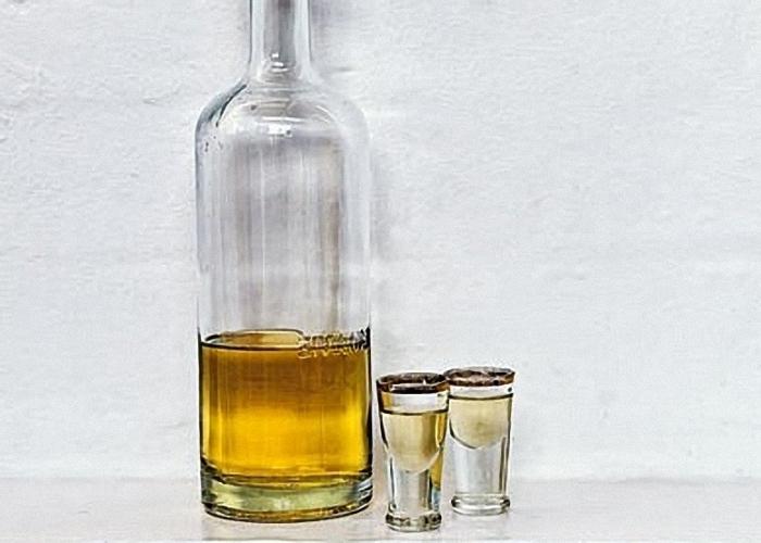 Настойку пороцедить и перелить в бутылку