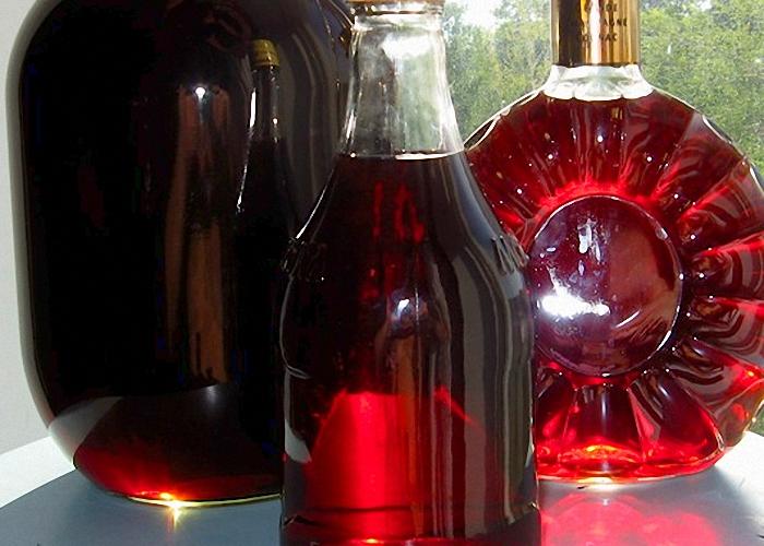 Поставить бутылки с напитком в прохладное помещение