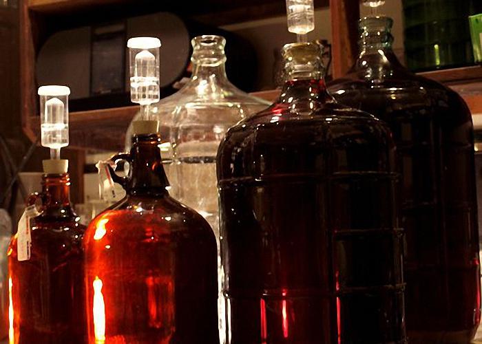 Вино слить с осадка и оставить созревать