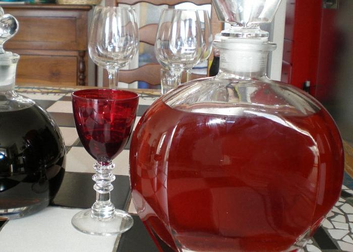 Как сделать домашнее вино из прокисшего к