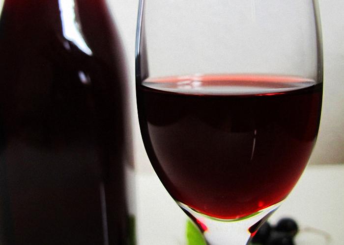 Натуральное вино из черной смородины