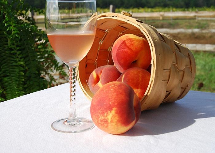 Персиковое вино с медом и специями
