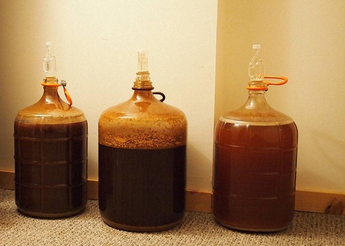 Сусло для медеового пива поставить бродить в тепло