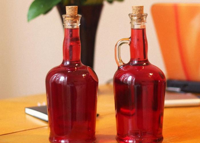 Вино из красной смородины с сахарным сиропом
