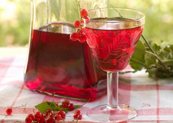 Вино из красной смородины с водкой