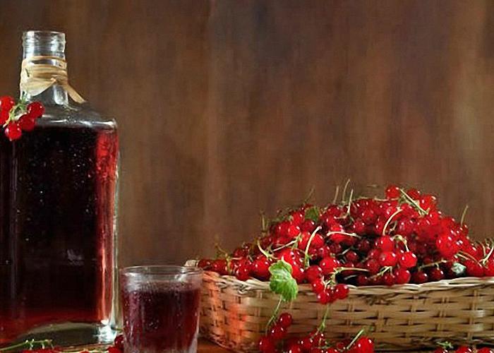 Вино из красной замороженной смородины с изюмом