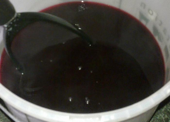 Вино из ягод черной смородины процедить