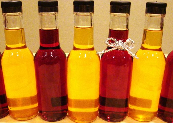 Вино процеживаем фильтруем и наливаем в бутылки