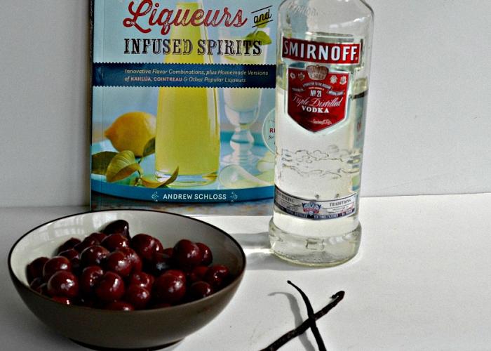 Вишня водка и ванильный спирт для наливки