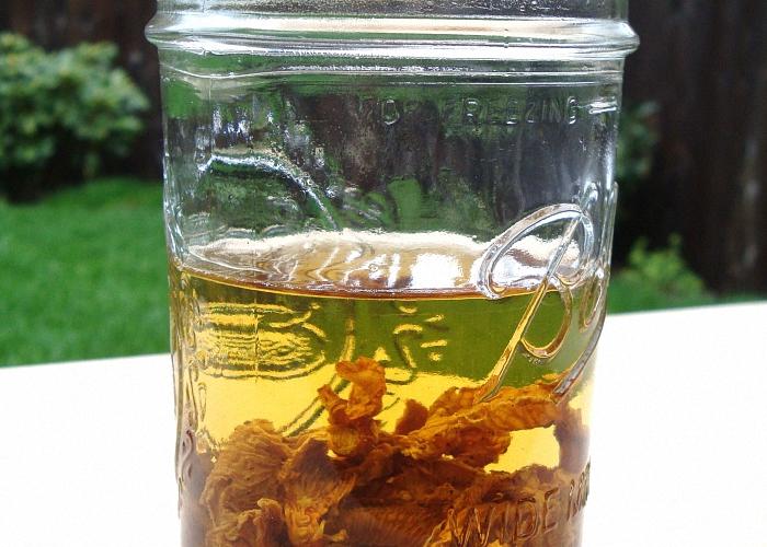 Залить специи водкой нагреть и настоять
