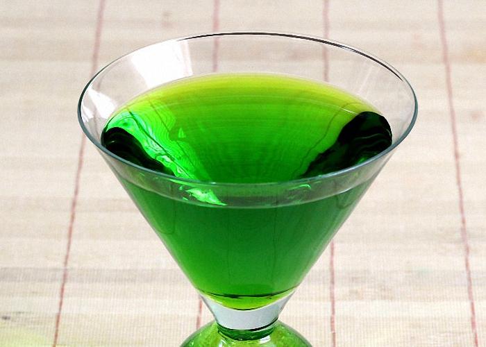 Зеленый цвет ликера Кюрасао