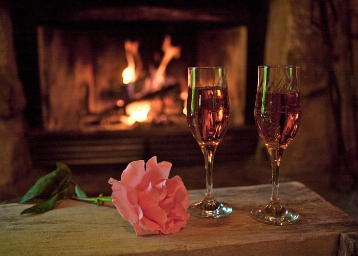 Ароматное вино из лепестков роз пить охлажденным
