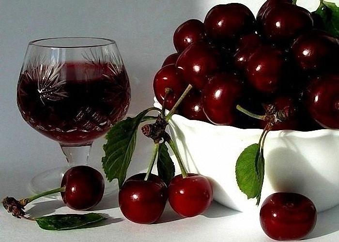 Домашнее вино из вишни и смородины