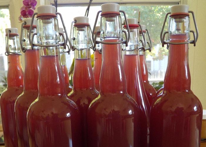 Домашнее вино процедить и налить в бутылки