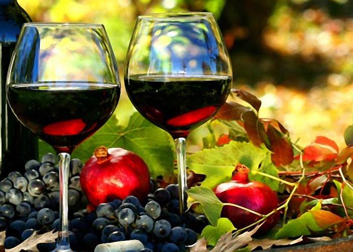 Красное сухое домашнее вино из винограда