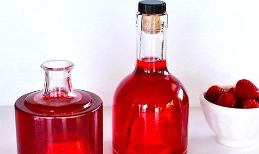 Малиновое вино с сахарным сиропом
