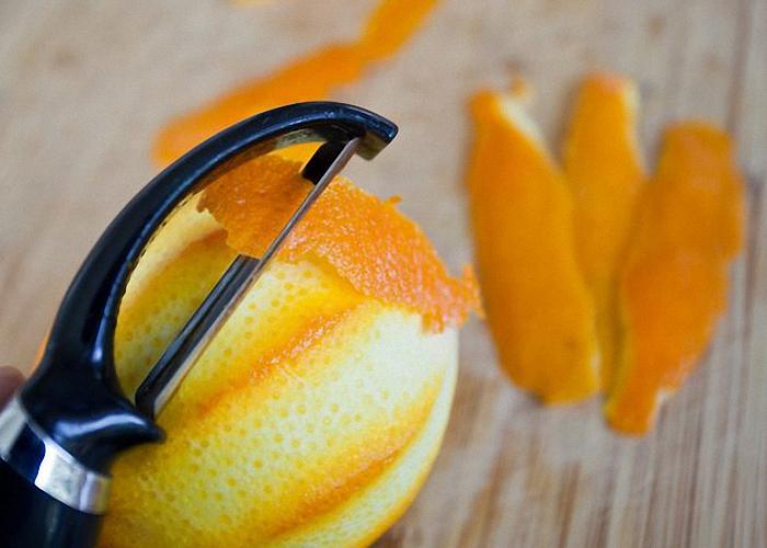 Очистить цедру с апельсинов и лимона