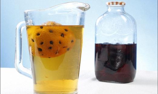 Под кожуру апельсина помещаем по 12 зерен и заливаем водкой