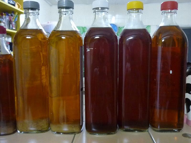 Вино из изюма процедить и перелить в бутылки