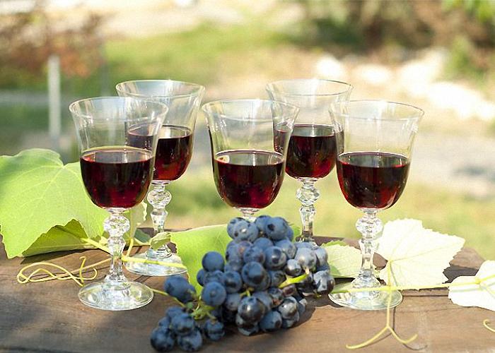 Вино из винограда сорта Изабелла