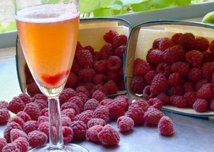 Вино из забродившего варенья малины