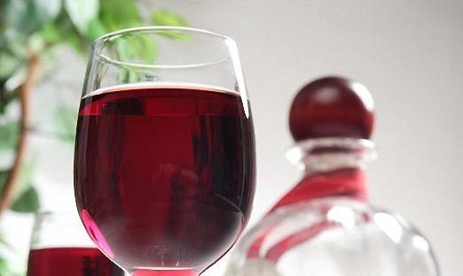 Вишнево малиновое вино со смородиновым соком