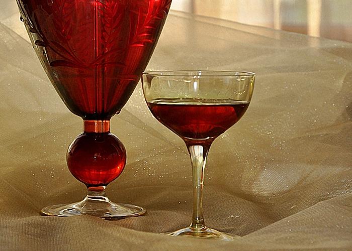 Вишневую настойку на спирту пить охлажденной