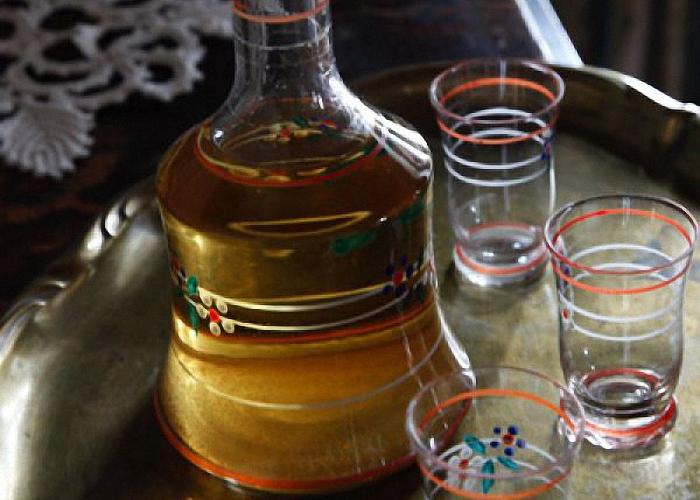 Яблочную настойку на спирту пить охлажденной
