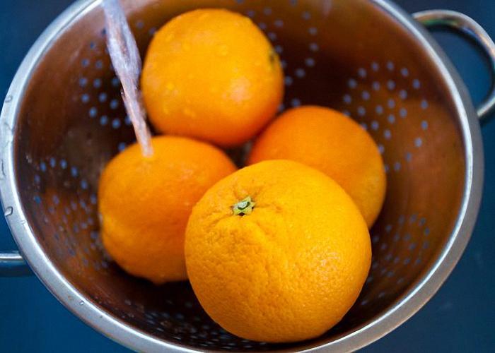 Апельсин хорошо помыть и вытереть насухо