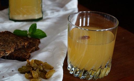 Домашний хлебный квас рецепт с дрожжами и без (из сухарей)