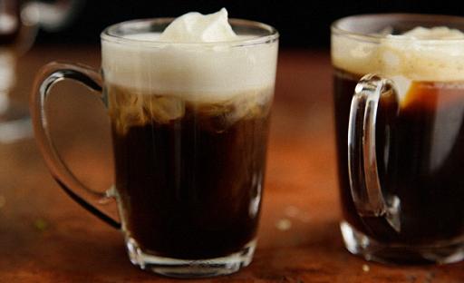 Горячий коктейль из виски и кофе