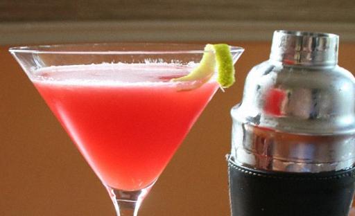 Коктейль алкогольный из Мартини водки и сока