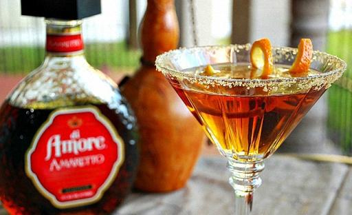 Коктейль из водки с мартини и Амаретто
