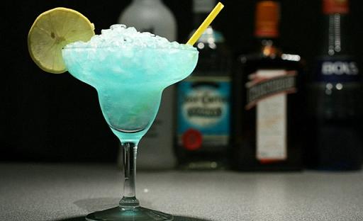 коктейли с блю кюрасао алкогольные