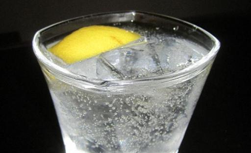 Крепкий коктейль из Мартини спрайта и водки