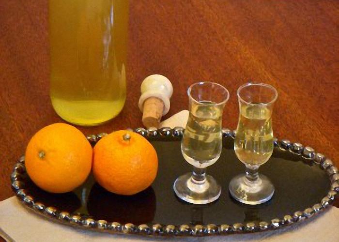 Ликер с апельсином и кофе подавать охлажденным