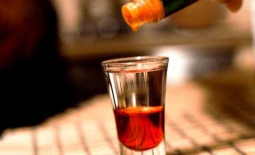 Пить коктейль Боярский залпом