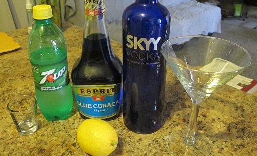 Подготовьте напитки для приготовления коктейля