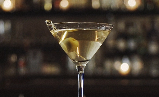 Простой рецепт коктейля Грязный мартини