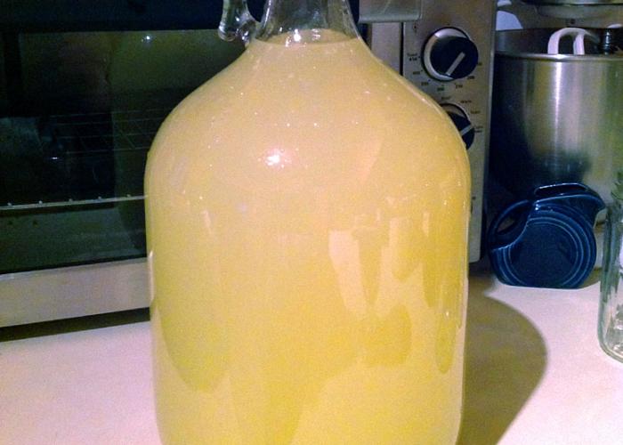 Вино из яблочного варенья процедить